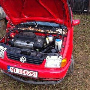 dezmembrez-vw-polo-1-4i-fabricat-in-1998-import-4026314f0fb609ae41-300-300-2-95-1